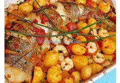 Pescada no forno com Camarões - http://www.receitasparatodososgostos.net/2017/02/05/pescada-no-forno-com-camaroes/