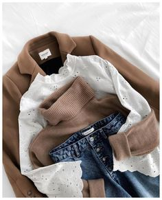 Camel + white lace + jeans = the right mix – Best outfit ideas Basic Outfits, Mode Outfits, Casual Outfits, Fashion Outfits, Womens Fashion, Cheap Outfits, Blazer Outfits, Blazer Dress, Fashion Clothes