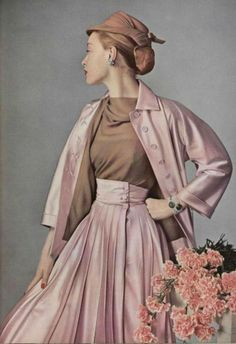 1952 Jacques Fath fashion style pale pink dress suit skirt jacket color photo print ad model magazine designer I used to have so many Jacques Fath patterns. Vintage Fashion 1950s, Fifties Fashion, Vintage Couture, Vintage Vogue, Vintage Glamour, Vintage Beauty, Retro Fashion, Jacques Fath, Moda Vintage