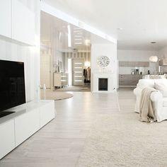 Have a lovely day Täällä aurinko paistaa ja me lähdetään nauttimaan talvipäivästä ulos pulkkamäkeen #torstai #kivapäivä #koti #home #interior #classyhome #homestyling #home_and_living #whitehome