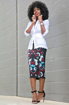 pencil skirt and tshirt outfit Pencil Skirt Casual, Pencil Skirt Outfits, High Waisted Pencil Skirt, Printed Pencil Skirt, Pencil Skirt Black, Pencil Skirts, Pencil Dresses, Classy Outfits, Chic Outfits