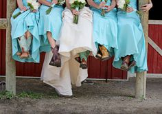 DB #bride Clarissa N.'s #bridesmaids kick up their heels (and cowboy boots) for a killer photo opp!
