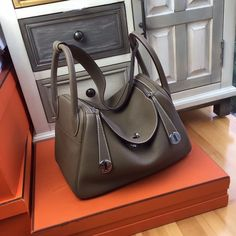 Hermes Lindy 30 Gris Perle Eclat Crevette Taurillon Clemence Palladium HW Color:Gris Perle (Pearl HardwareAccessories:Box,Cotton bagCondition: Pristine Retail Price June sale with complete package and purchase receipt. Kate Spade Handbags, Hermes Handbags, Black Handbags, Luxury Handbags, Purses And Handbags, Hermes Lindy Bag, Palladium, Black Luxury, Pearl Grey