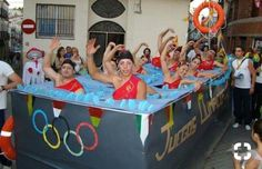 Synchronized swimmers Halloween costume or parade float Handmade Halloween Costumes, Best Friend Halloween Costumes, Creative Costumes, Cool Costumes, Halloween Parade, Halloween Kostüm, Halloween Themes, Holidays Halloween, Halloween Disfraces
