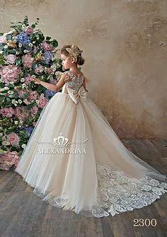 Nice Dresses, Flower Girl Dresses, Flower Girls, Baby Frocks Designs, Shower Dresses, Wedding Dresses For Girls, Girls Dresses, Lace Flowers, Wedding Flowers