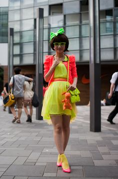 Fashion from the East, this is how Chinese girls do neon colour. #mode #fashion #streetstyle #streetfashion #Chinesefashion #streetstyleChina #howtowearneoncolor