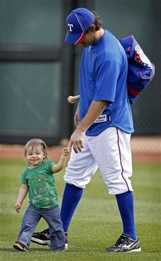 Awww... Kinsler with his daughter