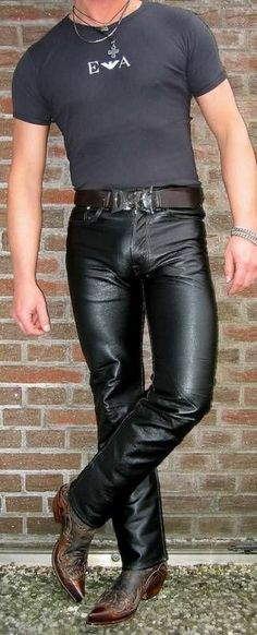 Leather Jeans with nice bulge Leather Fashion, Mens Fashion, Men Tumblr, Gay Outfit, Leder Outfits, Leather Trousers, Trends, Clothing Items, Men Dress