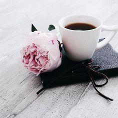6 Clear Clever Tips: Coffee Menu Pumps coffee painting tree. Coffee Tumblr, Coffee Meme, Coffee Barista, Coffee Quotes, Coffee Drinks, Coffee Creamer, Funny Coffee, Starbucks Coffee, Coffee And Books