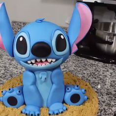 cake decorating videos Stitch Cake for your kid's brithday party Cake Decorating Videos, Cake Decorating Techniques, Cookie Decorating, Lilo And Stitch Cake, Lilo Et Stitch, Fondant Cakes, Cupcake Cakes, Pikachu Cake, Realistic Cakes