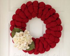 Primitive fall burlap wreath with cream hydrangeas and greenery. Ruffle red burlap wreath with greenery and cream flowersFall or Christmas Red burlap wreath accented with a cream hydrangeas. Also available in burnt orange and avocado greenThe best th Burlap Wreath Tutorial, Burlap Garland, Diy Wreath, Wreath Making, Fall Garland, Wreath Ideas, Burlap Christmas, Red Christmas, Christmas Crafts