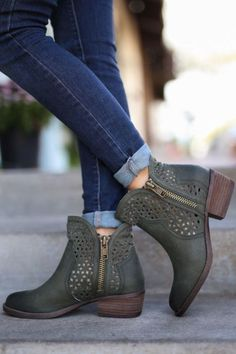 booties Stylish Comfortable Shoes from 49 of the Lovely Comfortable Shoes collection is the most trending shoes fashion this season. This Comfortable Shoes look related to boots, booties, sho Ugg Boots, Bootie Boots, Shoe Boots, Ankle Boots, Shoes Sandals, Shoes Sneakers, Pretty Shoes, Cute Shoes, Over Boots