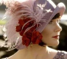 Essie Davis as Phryne Fisher in Miss Fisher's Murder Mysteries: Belle Epoque, Gatsby, Miss Fisher, Corsage, Retro Mode, Moda Vintage, Vintage Hats, Fancy Hats, Murder Mysteries