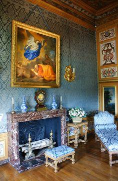 Old World Style Sitting Room _ Chateau de Vaux-le-Vicomte (55) by KarlGercens.com, via Flickr