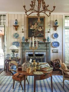 Blue and white and gilt – Furlow Gatewood. - Interior Design Tips and Home Decoration Trends - Home Decor Ideas - Interior design tips Porcelain Vase, White Porcelain, Casas Magnolia, Home Interior, Interior Design, Apartment Decoration, Spring Books, Enchanted Home, Chinoiserie Chic