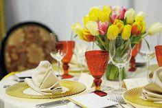 floral arrangements, table centerpieces with beautiful flowers
