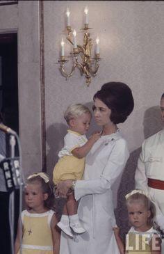 cotilleando: Princess Sofia of Spain with her children, Elena, Felipe, and Cristina
