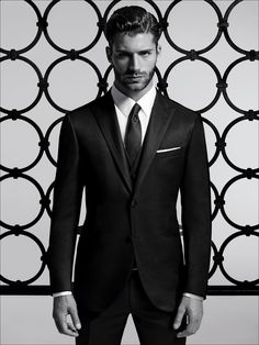 3-piece suit in micro-effect wool and silk, black. Single-breasted jacket with 2 buttons and peak lapels with satin trim and satin buttons. Trousers without pleats, 19 cm base. #formalwear15 #men