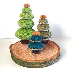 Free crochet Christmas Tree pattern in English and Dutch from Jellina Creations. Crochet Tree, Christmas Tree Pattern, Little Christmas Trees, Crochet Christmas Ornaments, Holiday Crochet, Crochet Snowflakes, Christmas Knitting, Free Crochet, Xmas Trees
