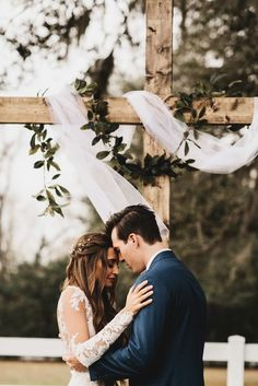 Get your daily dose of sweetness in this Bramble Tree Estate wedding, which features a naturally elegant vibe, rustic details, and gorgeous portraits!