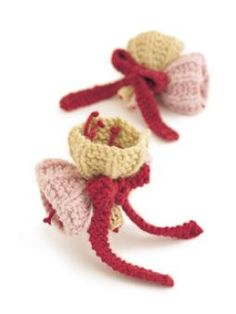 Cute knitted flowers
