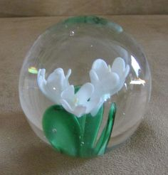 "Dynasty Gallery paperweight 2"" White flower Lilly Valley Heirloom collectibles"