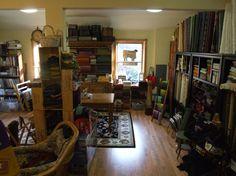 Rug Studio, Quilt Studio, Studio Design, Sewing Spaces, Sewing Rooms, Locker Hooking, Rug Hooking, Space Crafts, Home Crafts