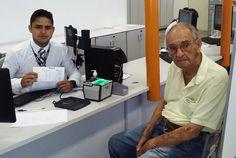 Wilson Guimarães, de 93 anos de idade, foi ao Poupatempo Fernandópolis renovar sua CNH e elogiou o atendimento recebido. Com experiência de quase 60 anos trabalhando como oftalmologista, ele sabe a importância do exame de vista para quem quer sair por aí dirigindo. Parabéns, seu Wilson, e volte sempre que precisar do Poupatempo.