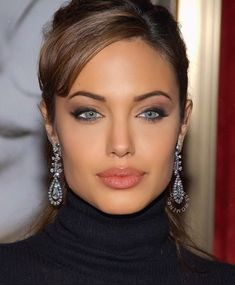 The Effective Pictures We Offer You About Actresses aesthetic A quality picture can tell you many things. Angelina Jolie Makeup, Angelina Joile, Angelina Jolie Pictures, Angelina Jolie Photos, Beyonce, Grunge Hair, Beautiful Celebrities, Beautiful Eyes, Beautiful Pictures