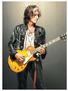joe perry with custom gibson les paul guitar Joe Perry Guitar, Beautiful Men, Beautiful People, Steven Tyler Aerosmith, Les Paul Guitars, The Jam Band, Gibson Les Paul, Music Film, Music Photo