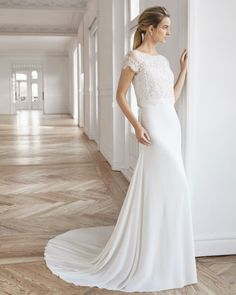 Wedding Dress DAVY by Aire Barcelona - Search our photo gallery for pictures of wedding dresses by Aire Barcelona. Find the perfect dress with recent Aire Barcelona photos. Lillian West, Marriage Day, Wedding Dress Pictures, Gown Photos, Dress Out, Vintage Stil, Estilo Boho, Glamour, Perfect Wedding Dress