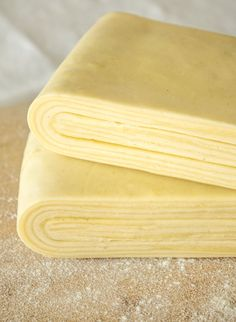 The inverted puff pastry recipe Pastry Dough Recipe, Puff Pastry Recipes, Mango Mousse Cake, Pro Cook, Mini Croissants, How To Cook Ribs, Cooking Oatmeal, Cooking With Olive Oil, Burger Buns