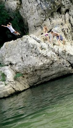 Cliff jumping in the Ardeche Cliff, Mount Rushmore, France, Adventure, Mountains, Nature, Travel, Naturaleza, Viajes