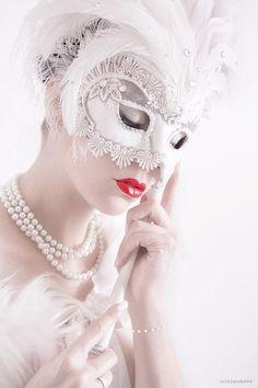 Enchanting masquerade: Just love the idea of having a Masquerade Ball for a wedding!!