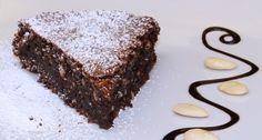 La torta caprese è un dolce che arriva dall'isola di Capri. La sua consistenza morbida e ed il suo sapore intenso sono garanzia di successo
