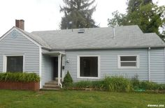 Great SW location, close to schools and hospital. Beautiful hardwood floors through living & dining area. Large open kitchen. 2 bedrooms & bath on main, upper level living space. Large deck & private fenced yard. Private location on the canal! For more information contact the Albany office at 541-928-6317 or text 40575 to 25678! MLS #705491 #pnwonderland #pnw #coldwellbanker #valleybrokers #cbvb #realtor #realestate #homesforsale #oregonhomesforsale #home #oregon #instahomes #thatoregonlife