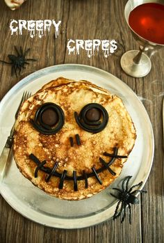 Creepy crepes creepy food for halloween Recetas Halloween, Halloween Dinner, Halloween Treats, Halloween Recipe, Halloween Cupcakes, Best Crepe Recipe, Crepe Recipes, Nigella, Halloween
