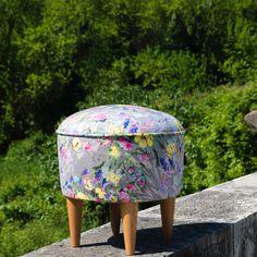 Çiçekli puf puf ne kadar da güzel değil mi ?satış için www.enmodahome.com adresinde