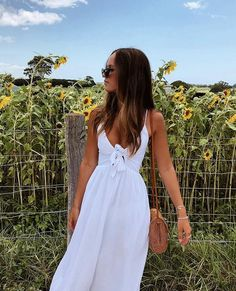 Spring White Dress | Sunflowers | Dress for the Summer | Beautiful Looks | Fashion in the Spring #whitedress #springfashion