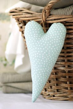 ❤ these cute little hearts ... Fun to hang off wine or gifts