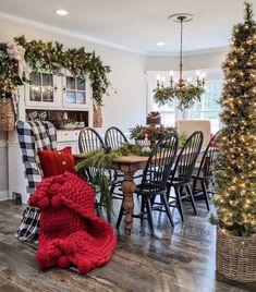 Christmas Table Settings, Christmas Table Decorations, Holiday Tables, Christmas Tree Tops, Country Christmas, Christmas Room, Christmas Baking, White Christmas, Farmhouse Style Decorating
