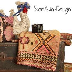 Helt specielle kelim tæpper og puder fra Scan Asia - kig forbi standen og lad dig friste.