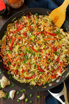 Egg Roll Skillet (AKA Turkey and Cabbage Stir Fry) - Cooking Classy cabbage recipes Stir Fry Recipes, Low Carb Recipes, Healthy Recipes, Healthy Meals, Fast Recipes, Healthy Dishes, Skinny Recipes, Veggie Dishes, Delicious Recipes