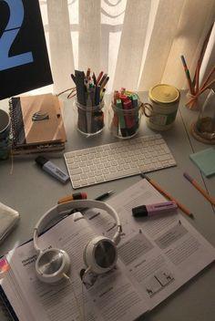 Study Space, Study Desk, Study Inspiration, Motivation Inspiration, Study Room Decor, Study Pictures, Study Organization, University Life, School Study Tips