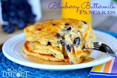 Delicious Blueberry Buttermilk Pancakes are the perfect breakfast! This easy and delicious breakfast recipe will curb those pancake cravings in a jiffy! Breakfast Desayunos, Perfect Breakfast, Breakfast Dishes, Breakfast Ideas, Brunch Ideas, Delicious Breakfast Recipes, Brunch Recipes, Yummy Food, Pancake Recipes