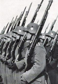 Behold the glory of the Third Reich! German Soldiers Ww2, German Army, Military Drawings, Germany Ww2, German Uniforms, War Photography, Total War, Panzer, War Machine