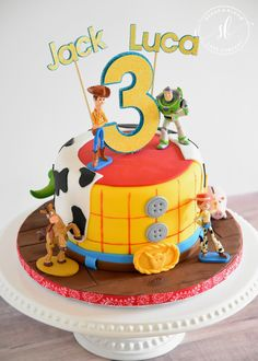Toy Story Cake - Sugar and Bloom Cake Company Toy Story Birthday Cake, Baby Birthday Themes, 1st Bday Cake, 1st Boy Birthday, Cumple Toy Story, Festa Toy Story, Toy Story Theme, Toy Story Party, Bolos Toy Story