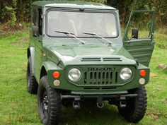 Suzuki 4x4, Suzuki Cars, Car Supplies, Suzuki Jimny, Old Classic Cars, Retro Cars, Dream Cars, Samurai, Jeep