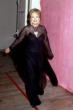 Dame Olivia de Havilland Actress English England vintage Hollywood Gone with the Wind Old Hollywood Stars, Vintage Hollywood, Hollywood Glamour, Classic Hollywood, Divas, Errol Flynn, Olivia De Havilland, Love Boat, Gone With The Wind
