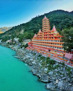 Posted What's your favorite place in Rishikesh? Temple India, Hindu Temple, Tourist Places, Places To Travel, Beautiful Buildings, Beautiful Places, Yoga India, Rishikesh India, Famous Landmarks